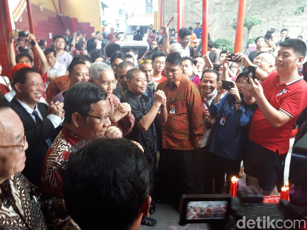 Imlek, UKP Pancasila Kunjungi Vihara Petak Sembilan