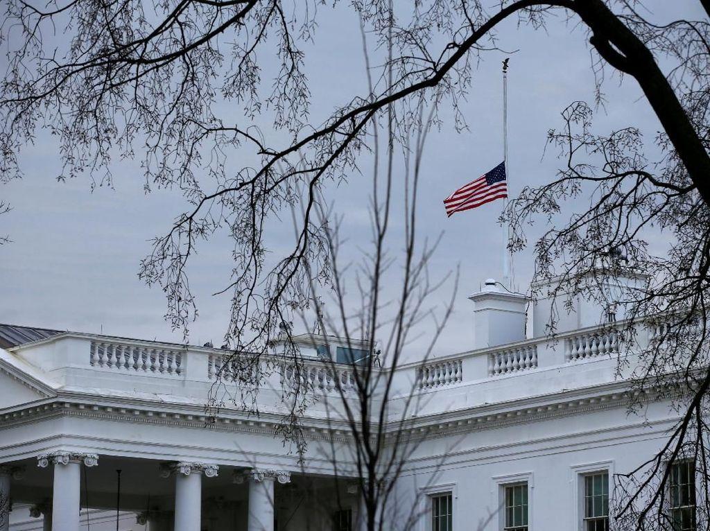 Perintah Trump, Gedung Putih Kibarkan Bendera AS Setengah Tiang