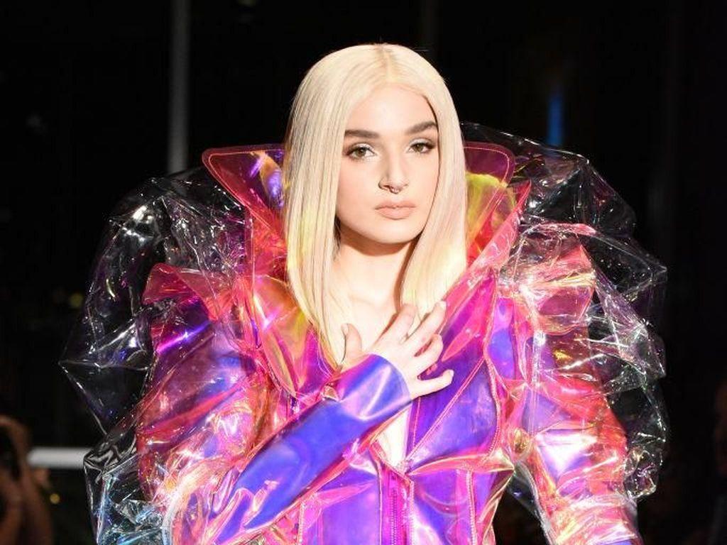 OMG! Wig Khusus untuk Area Intim Dipamerkan di New York Fashion Week