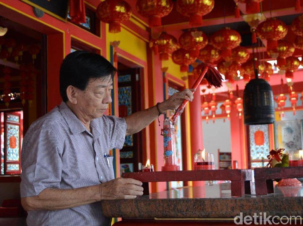 Umat Tri Dharma di Magelang Beribadah di Kelenteng Baru