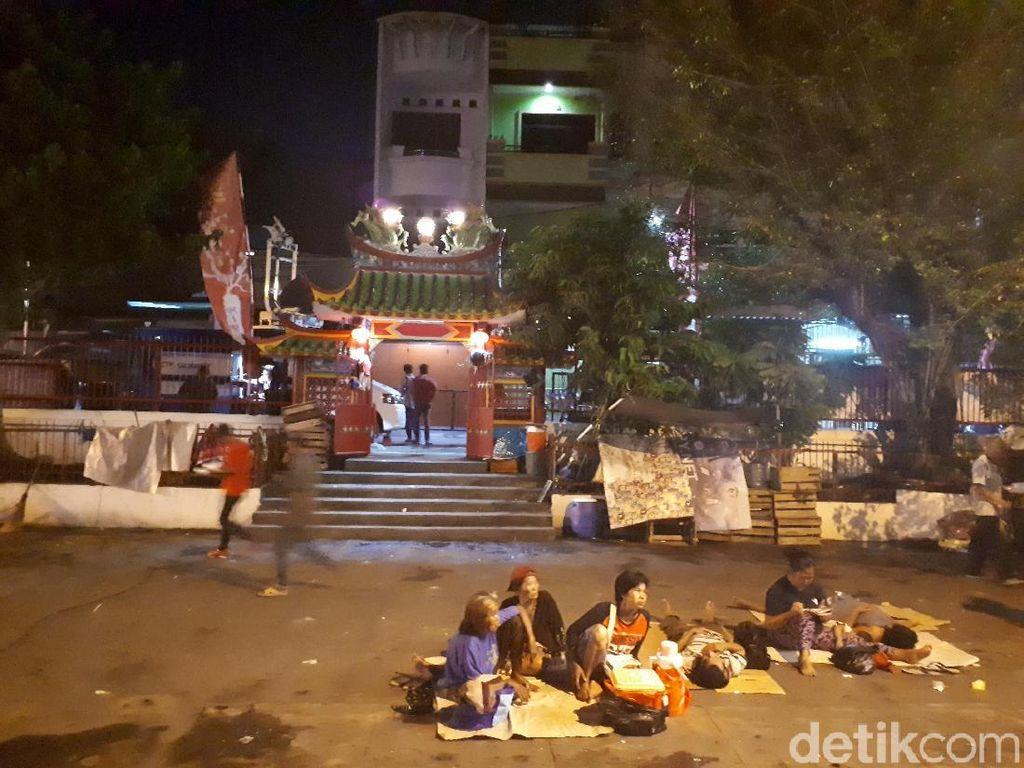 Pengemis Mulai Tinggalkan Wihara Dharma Bakti Jakarta