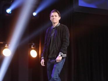 Academy Awards juga menyelipkan aktor muda Tom Holland dalam ajangnya nanti di Oscar. Foto: (Photo by Jesse Grant/Getty Images for Disney)