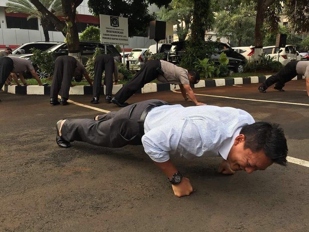 Olahraga Ala Brigjen Polisi Khrisna Murti, Caption Fotonya Bikin Ngakak
