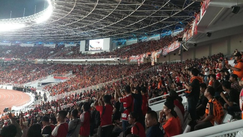 Adu Berisik The Jakmania vs Semeton di Tribune SUGBK
