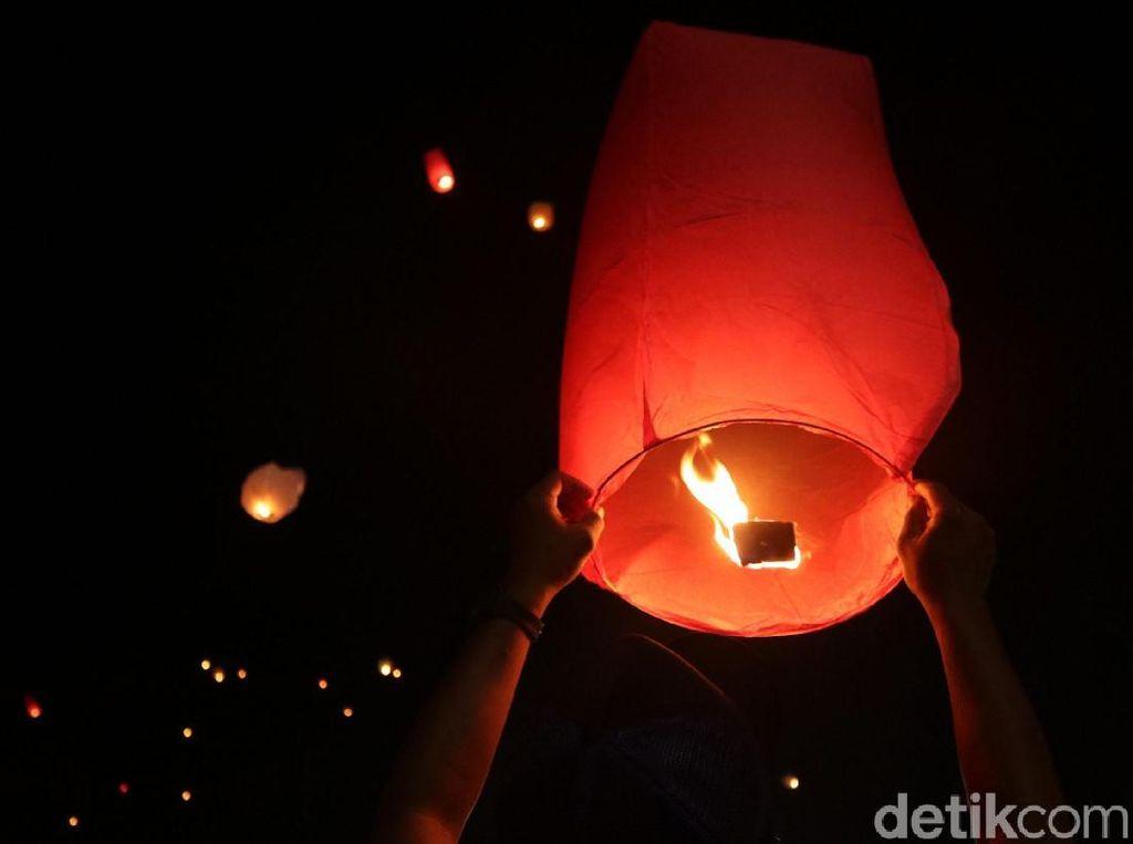 Ratusan Lampion Manjakan Pengunjung Ancol