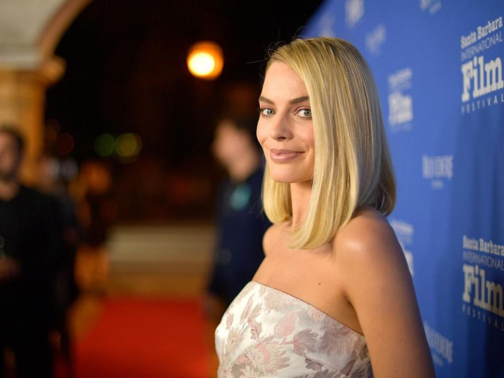 Margot Robbie-Lupita Nyongo Curi Perhatian di Red Carpet BAFTA 2018