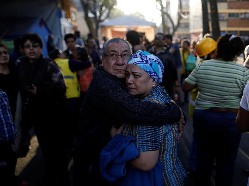 Kepanikan Saat Meksiko Diguncang Gempa 7,2 SR