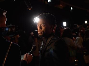 Chadwick Boseman sang Black Panther juga ditunjuk Academy Awards sebagai pembawa acara. Foto: (P(Photo by Gareth Cattermole/Getty Images for Disney)