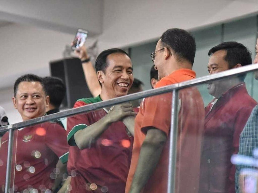 Foto: Semringahnya Anies dan Jokowi di Laga Final Piala Presiden