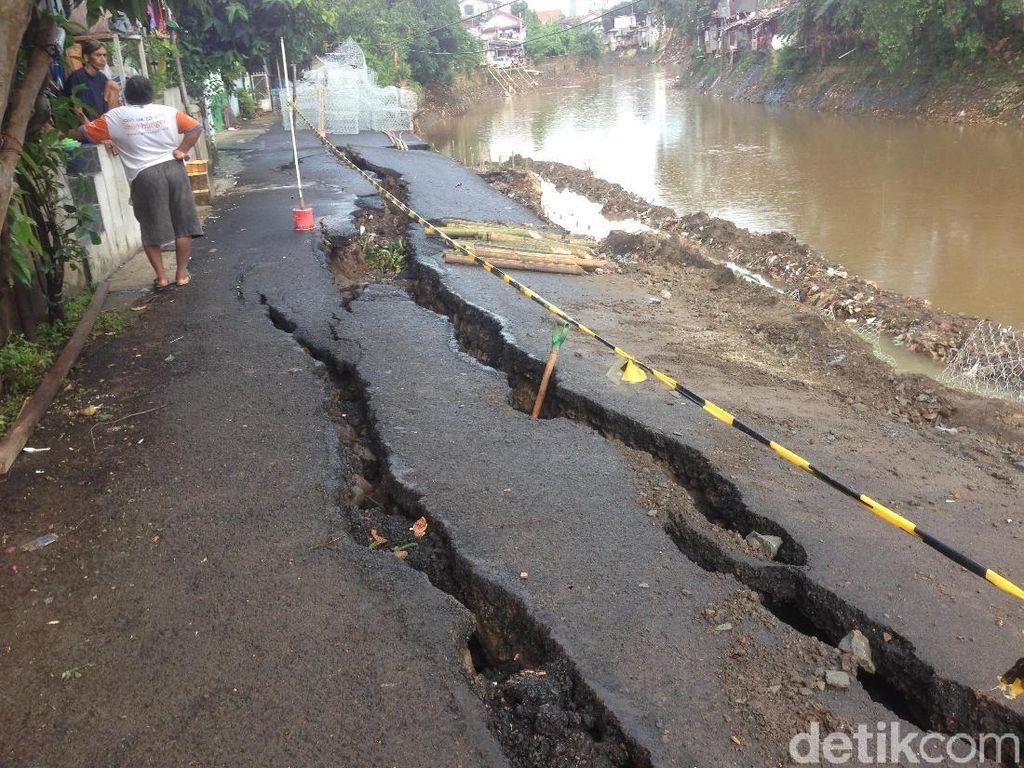 Perbaikan Jalan Retak Kampung Berlan Ditarget Selesai 1 Bulan