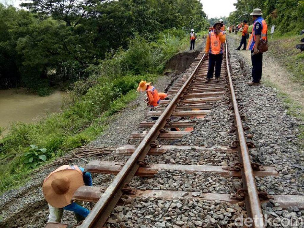 KA Sudah Bisa Melintas di Jalur yang Longsor di Grobogan