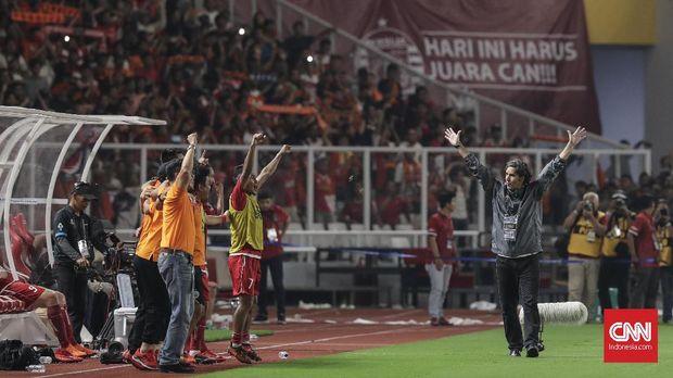 Persija Jakarta merayakan keberhasilan di Piala Presiden bersama para suporter di SUGBK.