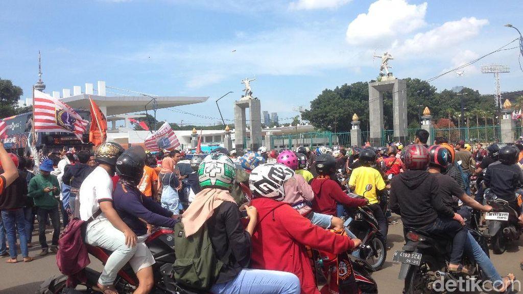 Pawai Jakmania Mulai Berangkat dari Senayan ke Balai Kota