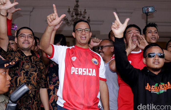 Gubernur DKI Jakarta Anies Baswedan saat menyambut para pemain Persija di Balai Kota, Minggu (18/2/2018).