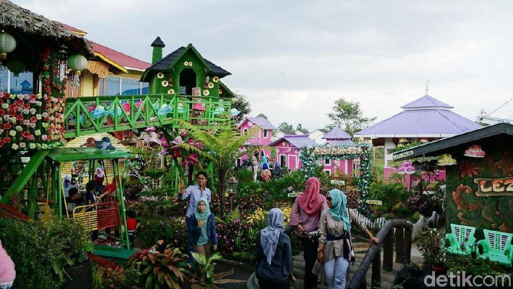 Foto: Taman Bunga yang Hits di Bukittingi