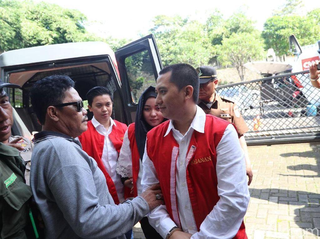 Foto: Raut Wajah Bos First Travel Saat Jalani Sidang Perdana
