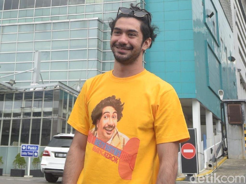 Reza Rahadian Rayakan Ultah Sambil Kerja