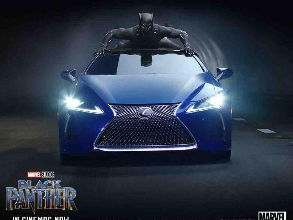 Black Panther Naik Mobil Termewah Lexus