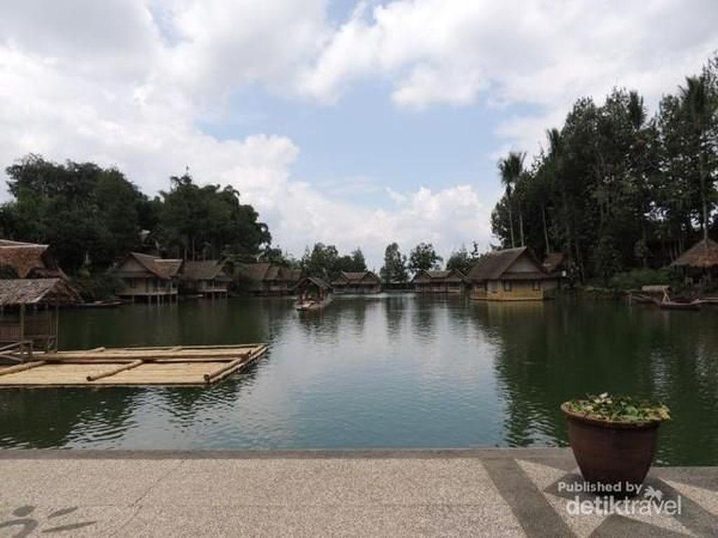 Wisata Serba Ada di Kampung Sampireun Garut