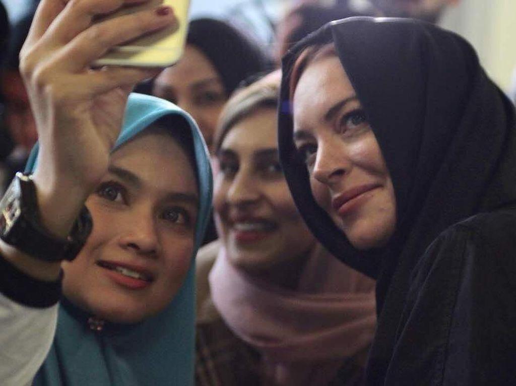 Mengaku Peduli Kemanusiaan, Lindsay Lohan Disebut Masih Berperilaku Buruk