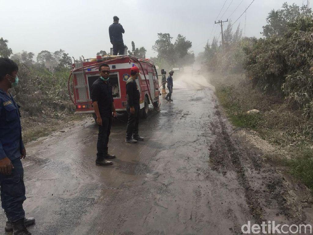 Sempat Diterpa Arus Lahar Dingin, Desa di Karo Kembali Bisa Dilalui