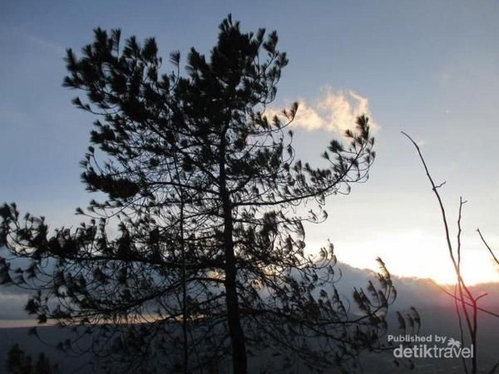 Sunset di Puncak Gunung Sipiso-Piso