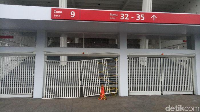 Sejumlah fasilitas di Stadion GBK rusak usai final Piala Presiden 2018 (Seysha/detikSport)