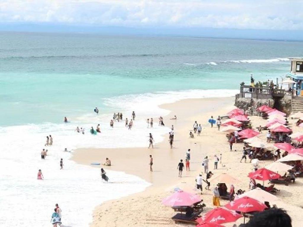 Seputar Pantai Dreamland yang Cantik Dikelilingi Tebing
