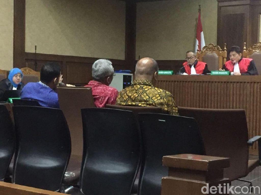 Politikus PDIP Bantah Terima Duit e-KTP, Hakim: Pasti Tak Pernah Ya?