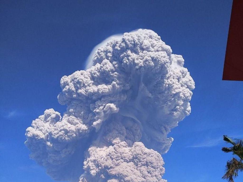 Abu Vulkanik Sinabung Meluas ke Aceh, Warga Diimbau Waspada