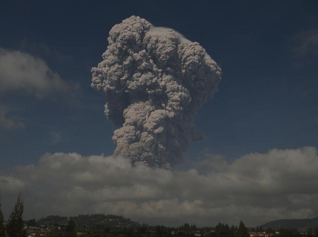 Gunung Sinabung Erupsi, Keluarkan Awan Panas