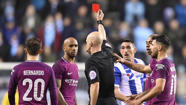 Enggan Bahas Kartu Merah Delph, Guardiola Terima Kekalahan City
