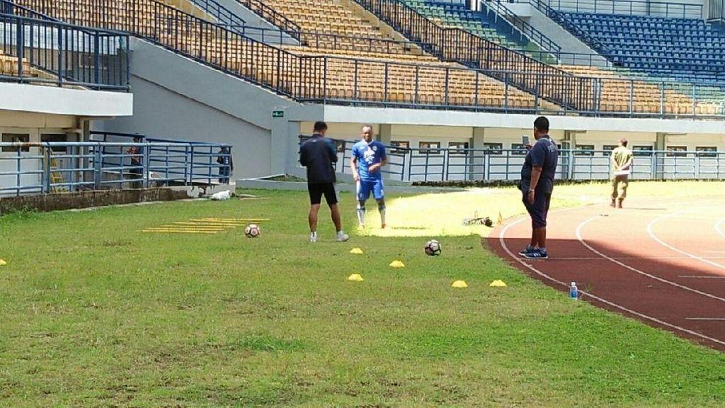 Essien Mulai Berlatih di Persib