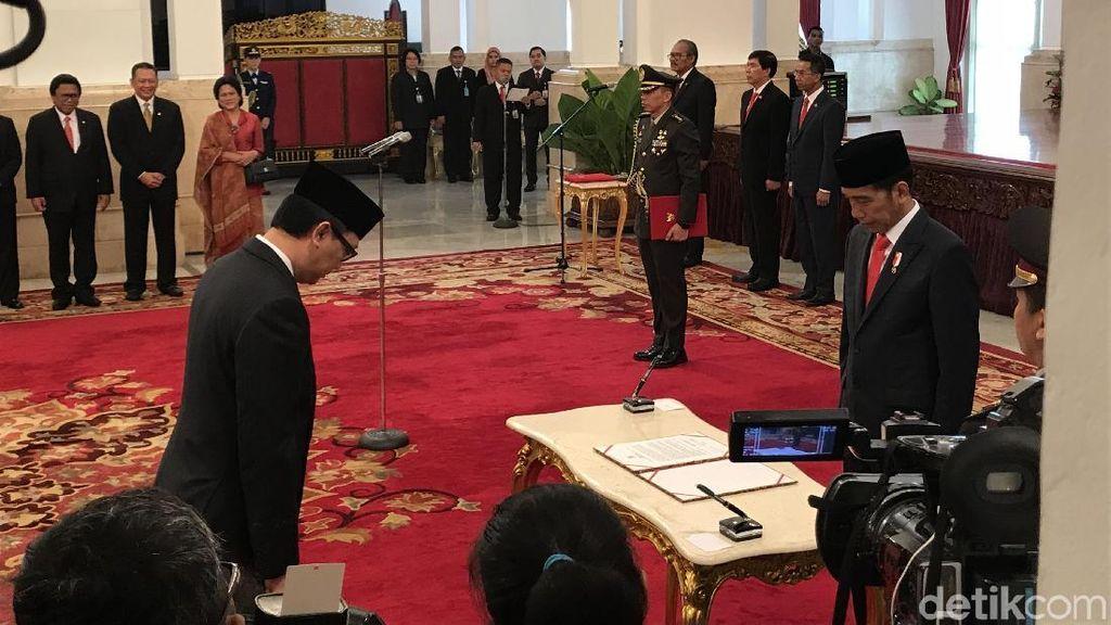 Momen Jokowi Lantik 17 Dubes Baru di Istana Negara