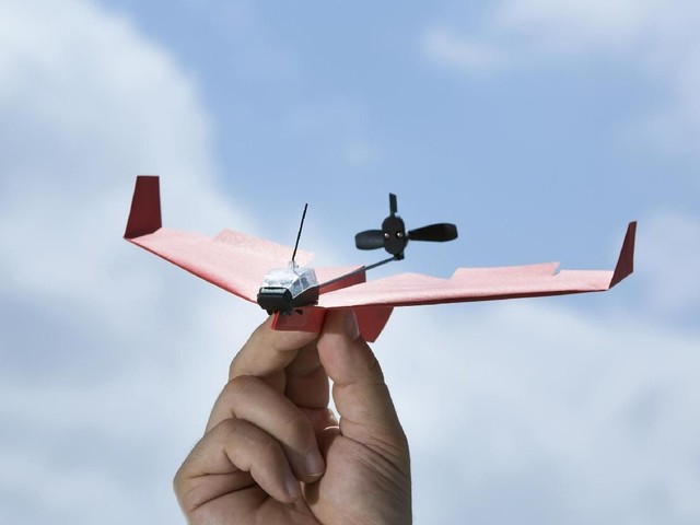 Pesawat Kertas Canggih Mirip Drone