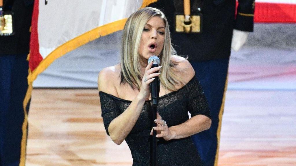 Fergie Dinilai Terlalu Seksi saat Nyanyikan Lagu Kebangsaan