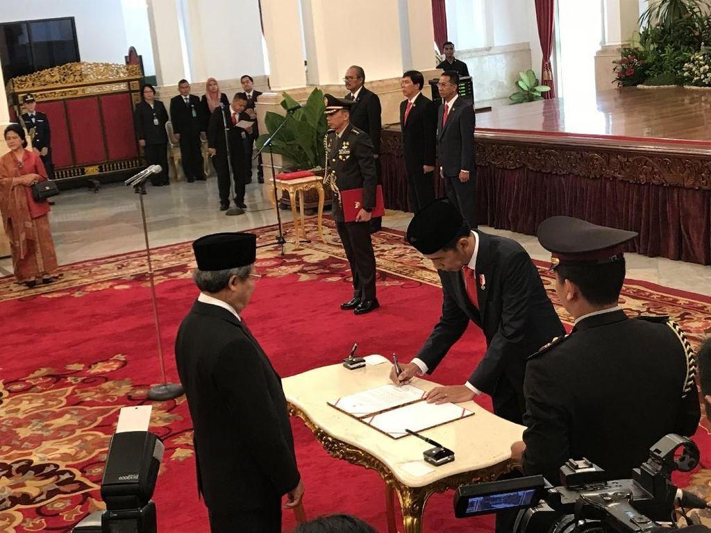 Jokowi Lantik 17 Dubes Baru, Foke Diganti Arif Havas