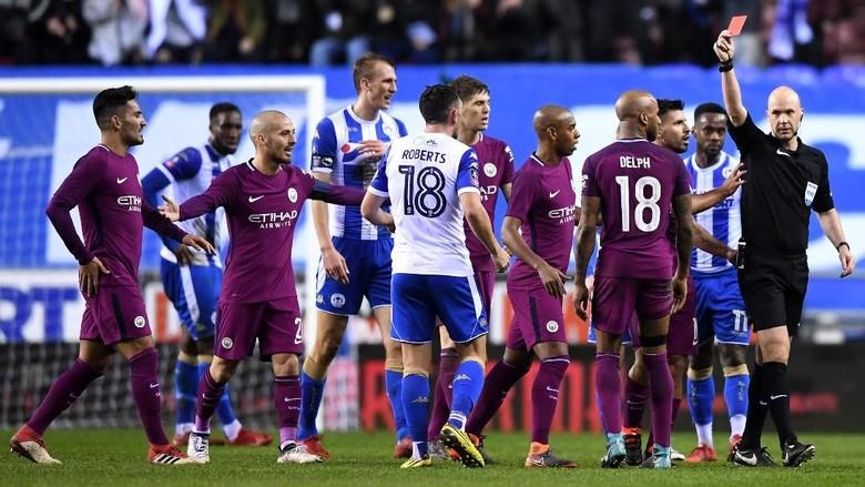 Para Pemainnya Lepas Kontrol, City dan Wigan Didakwa FA