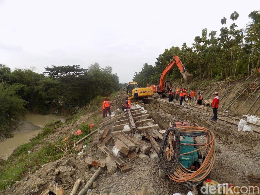 Jalur KA yang Longsor di Grobogan Selesai Diperbaiki