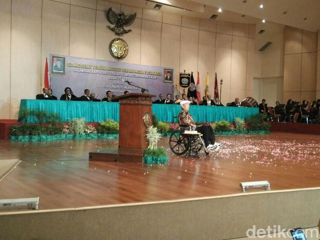 Putu Wijaya Dianugerahi Gelar Doktor HC oleh ISI Yogyakarta