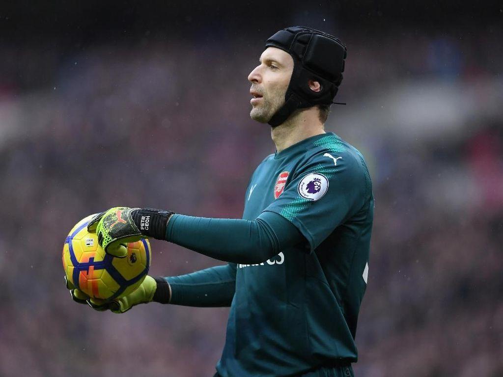 Cech Akan Lapang Dada Kalau Tak Main di Final Piala Liga Inggris
