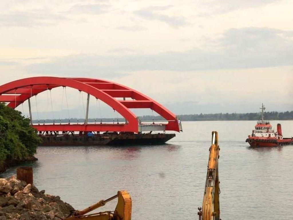 Perjalanan Panjang Jembatan Kebanggaan Jokowi di Papua