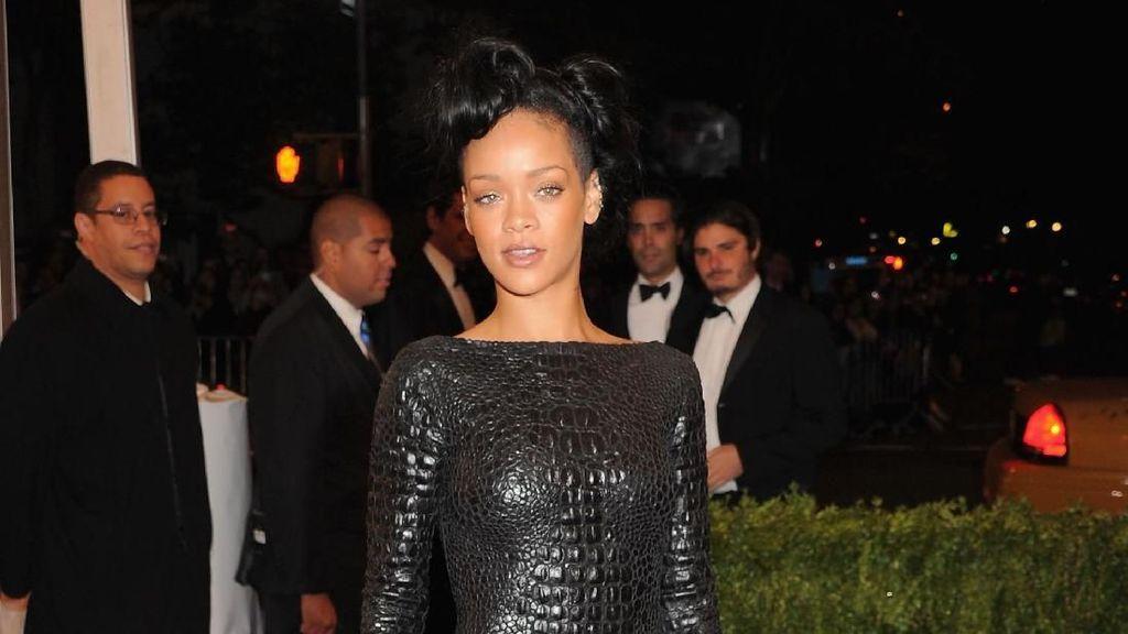Rihanna Rutin Nonton Film Pakai Lingerie Demi Lagu Baru