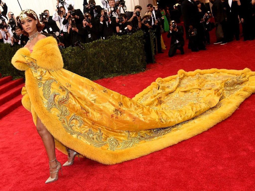 Rihanna Merasa Seperti Badut di Met Gala