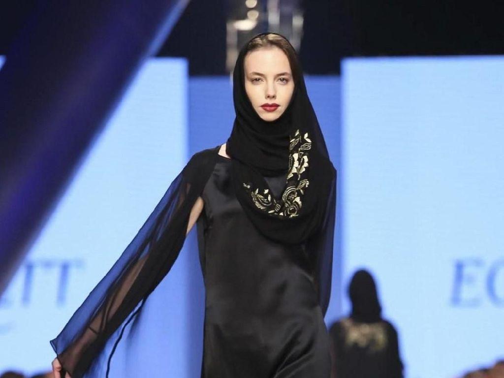 Pakai Drone, Fashion Show di Arab Saudi Ini Disebut Show Hantu