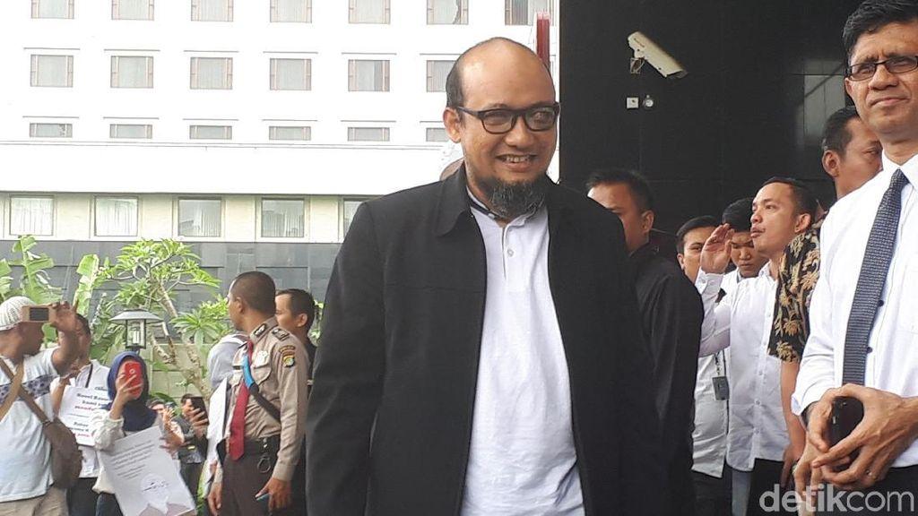Novel Baswedan Tiba di KPK, Disambut Riuh Pegawai KPK