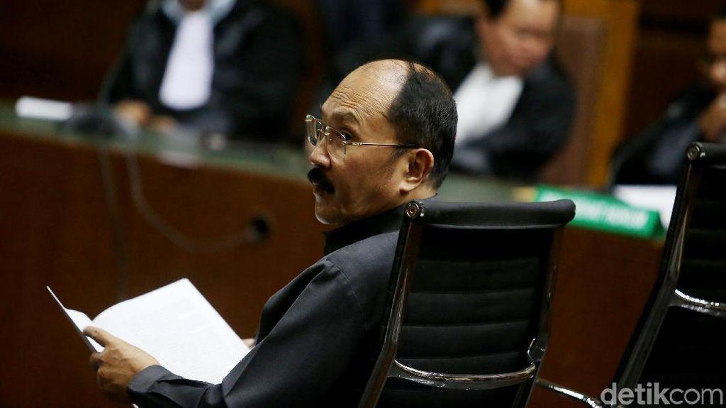 Foto: Fredrich yang Tetap Bombastis di Pengadilan