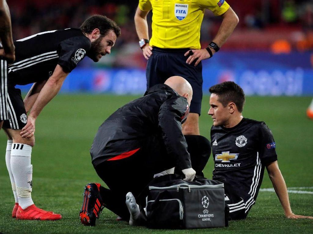 Terkait Cederanya Herrera, Mourinho Pertanyakan Tim Medis MU