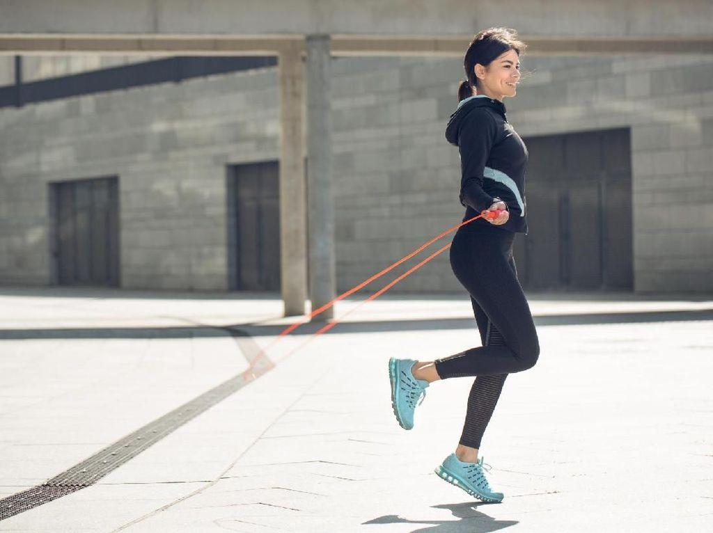 Tertarik Coba Olahraga Lompat Tali Sore Ini? Berikut Manfaatnya
