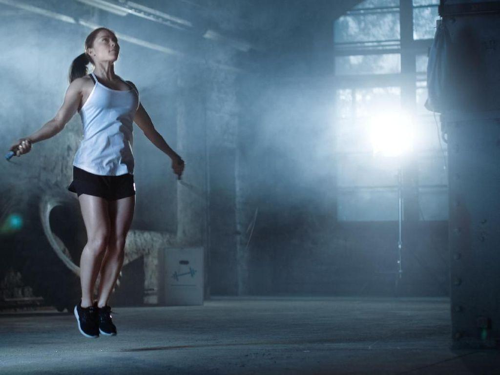 Daripada Lari, Lompat Tali Lebih Efektif Bakar Kalori dan Aman untuk Kaki